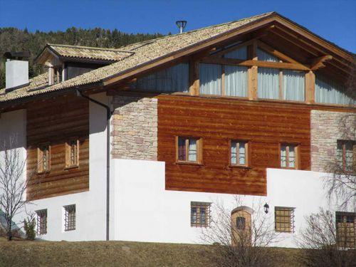Dachstuhl und Blockhaus