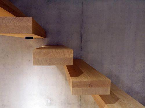 Treppen in Lärchenholz und Eichenholz, scale in legno di rovere e larice